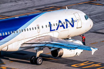 CC-CPE - LAN Airlines Airbus A319