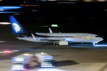VT-JBQ - Jet Airways Boeing 737-800