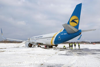 UR-GBA - Ukraine International Airlines Boeing 737-300