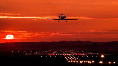 - - Private Dassault Falcon 2000S