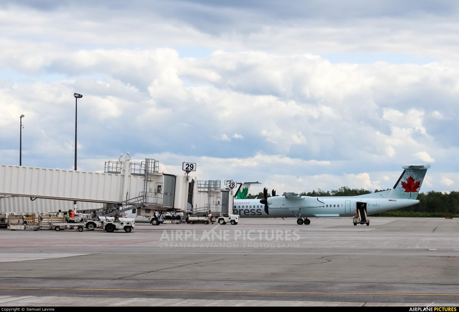 Air Canada Express C-GGFJ aircraft at Québec - Jean Lesage Intl