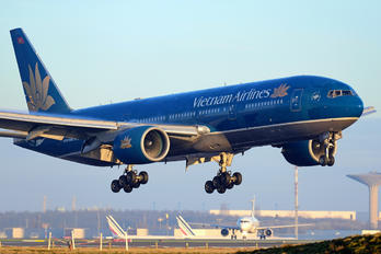 VN-A144 - Vietnam Airlines Boeing 777-200ER
