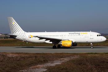 EC-KHN - Vueling Airlines Airbus A320