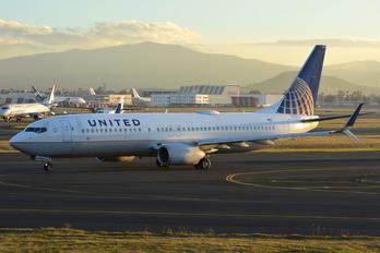 N79521 - United Airlines Boeing 737-800