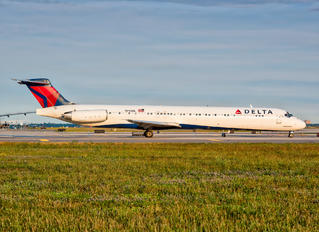N945DL - Delta Air Lines McDonnell Douglas MD-88