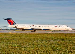 N945DL - Delta Air Lines McDonnell Douglas MD-88