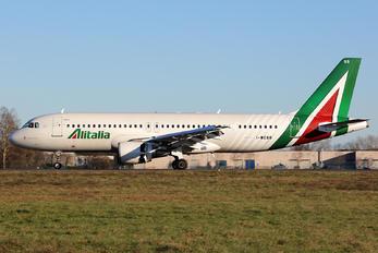 I-WEBB - Alitalia Airbus A320