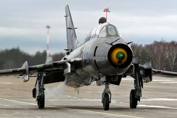 305 - Poland - Air Force Sukhoi Su-22UM-3K