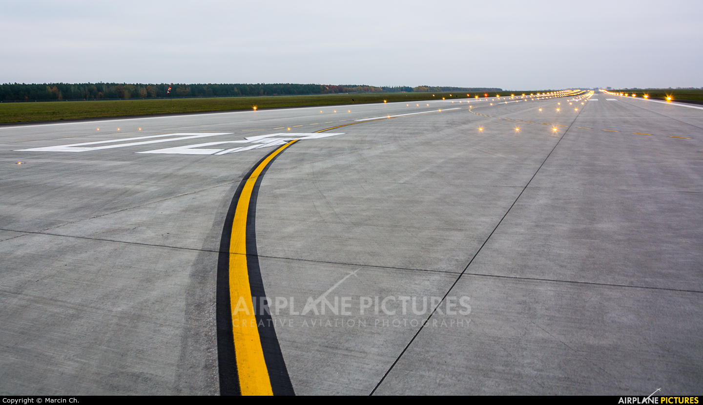 - Airport Overview - aircraft at Modlin