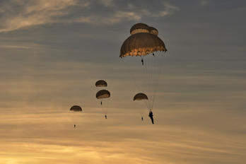 - - Poland - Army Parachute Military