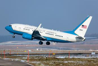 01-0041 - USA - Air Force Boeing C-40B