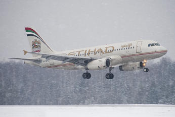 A6-EIE - Etihad Airways Airbus A319