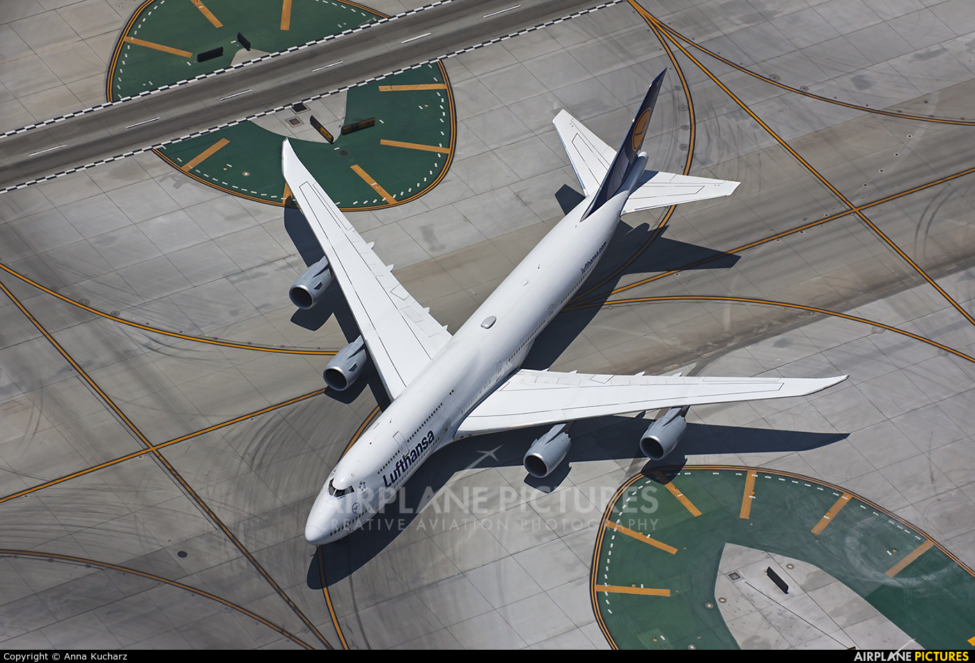 Lufthansa D-ABYF aircraft at Los Angeles Intl