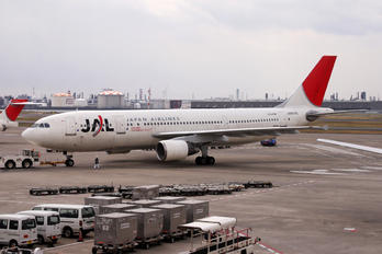 JA8375 - JAL - Japan Airlines Airbus A300
