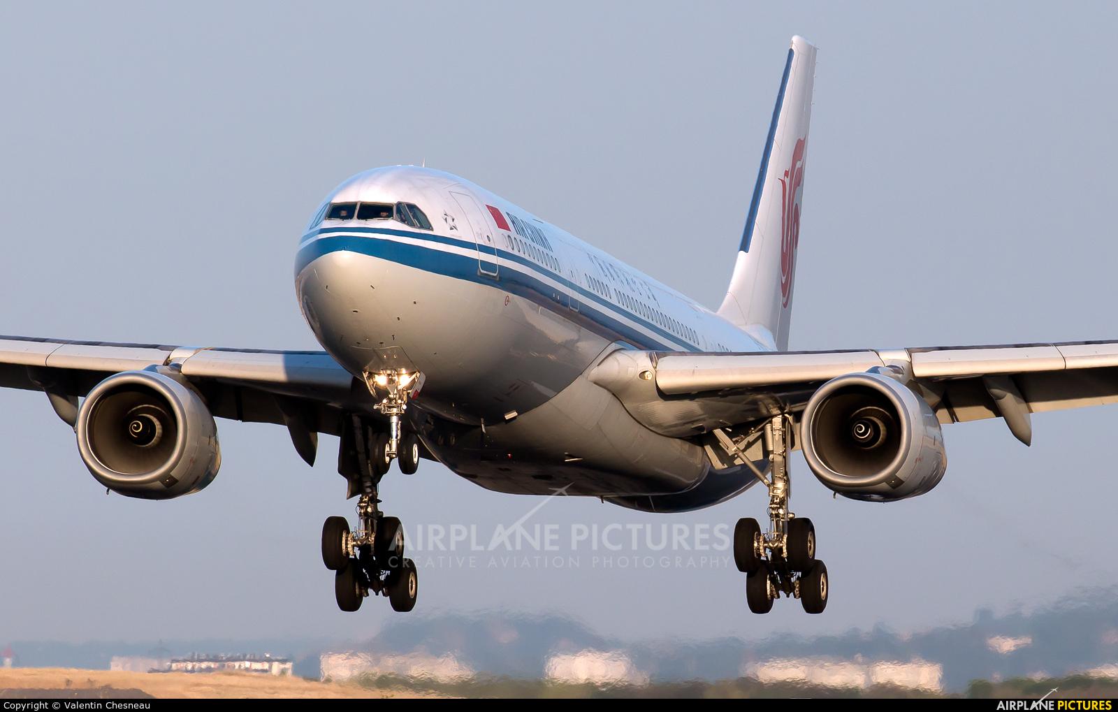 Air China B-6080 aircraft at Paris - Charles de Gaulle