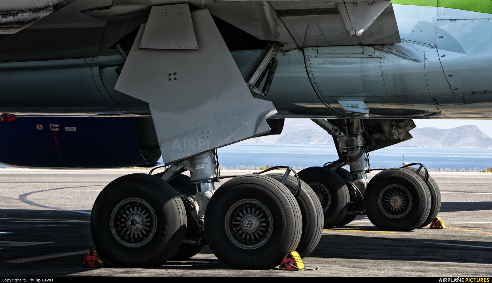 Condor D-ABUE aircraft at Heraklion - Nikos Kazantzakis