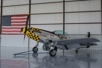 N51LW - Private North American TF-51D Mustang
