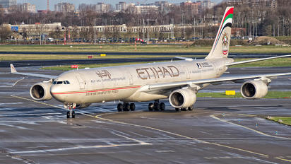 A6-EHH - Etihad Airways Airbus A340-600
