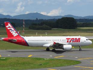 PR-MHJ - TAM Airbus A320