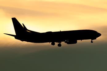 N16234 - United Airlines Boeing 737-800