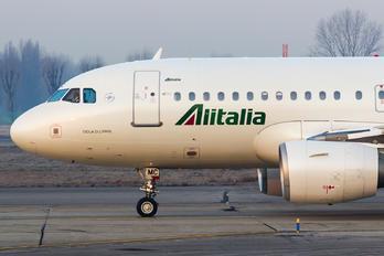 EI-IMC - Alitalia Airbus A319