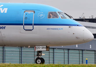 PH-EZC - KLM Cityhopper Embraer ERJ-190 (190-100)
