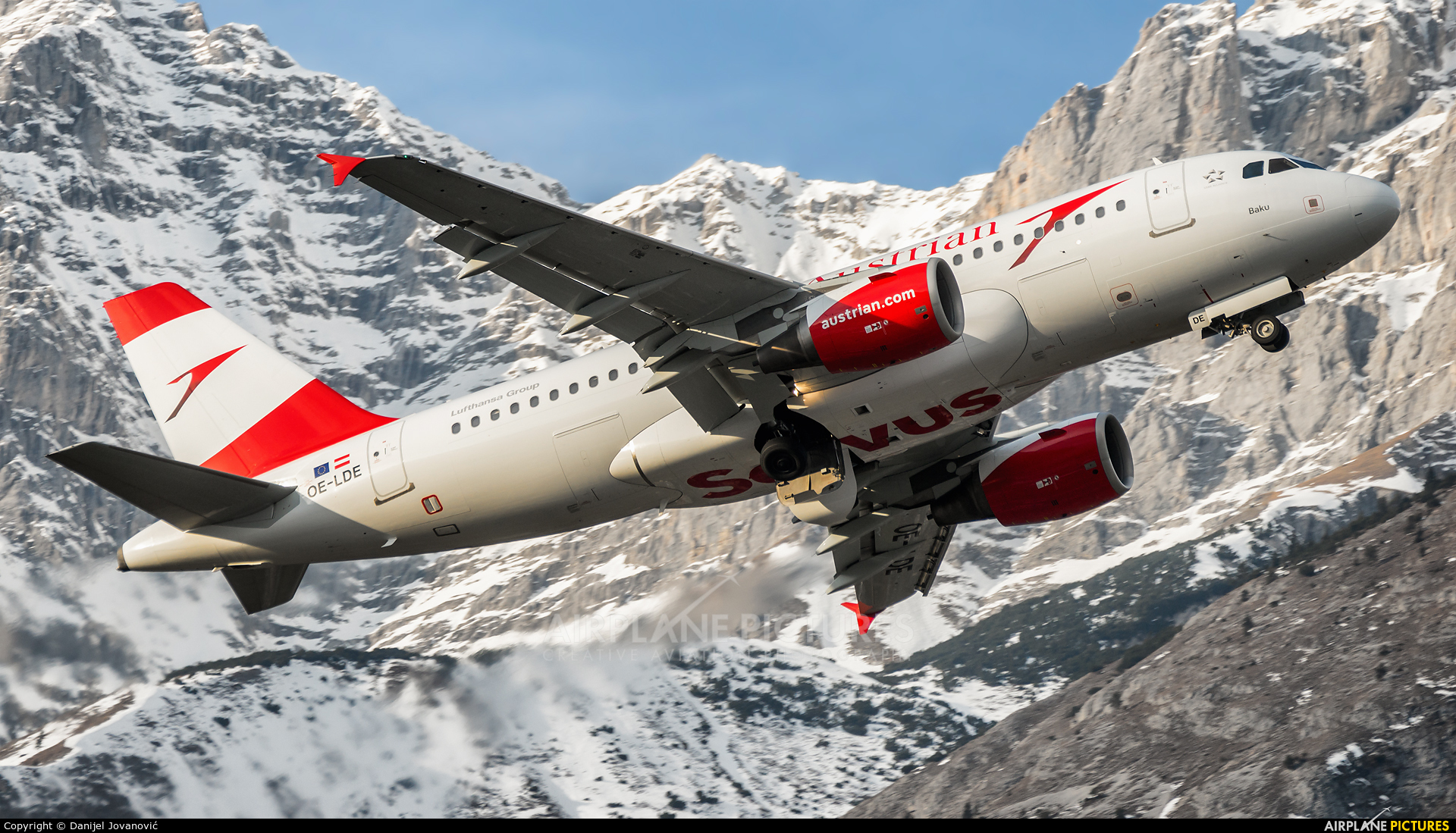 Austrian Airlines/Arrows/Tyrolean OE-LDE aircraft at Innsbruck