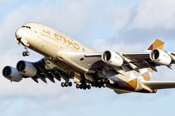 A6-APA - Etihad Airways Airbus A380