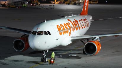 G-EZBT - easyJet Airbus A319