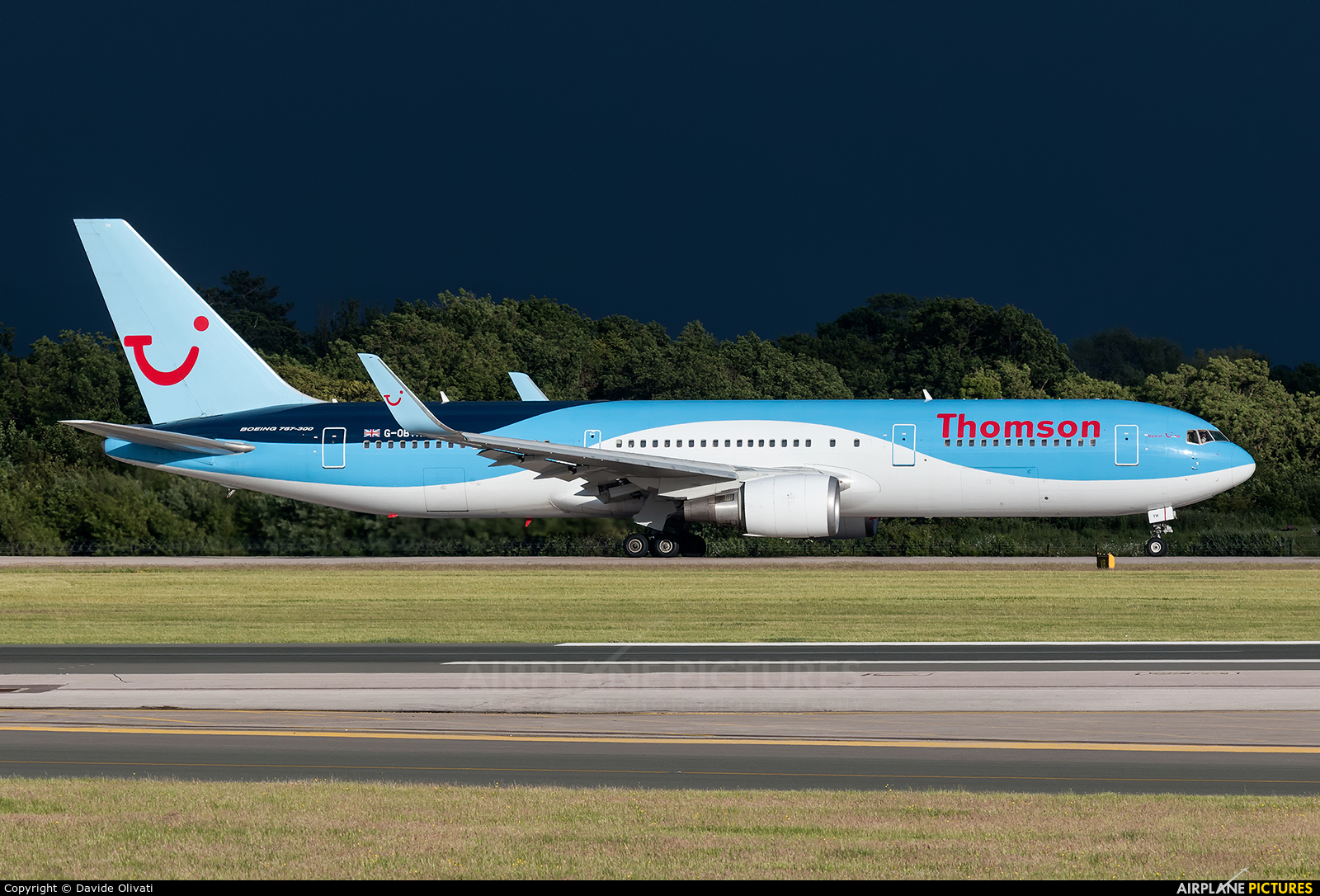 Thomson/Thomsonfly G-OBYH aircraft at Manchester