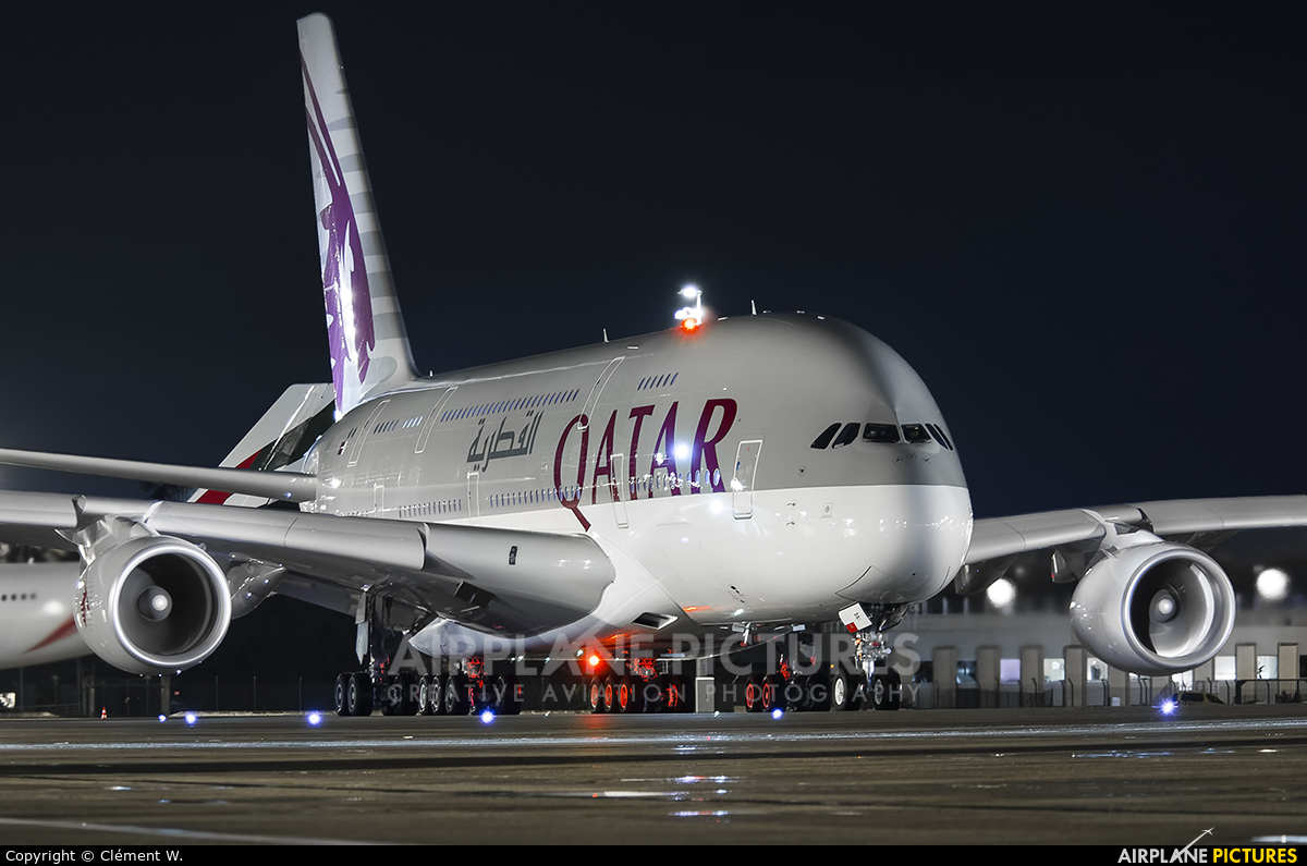 Qatar Airways A7-APE aircraft at Paris - Charles de Gaulle