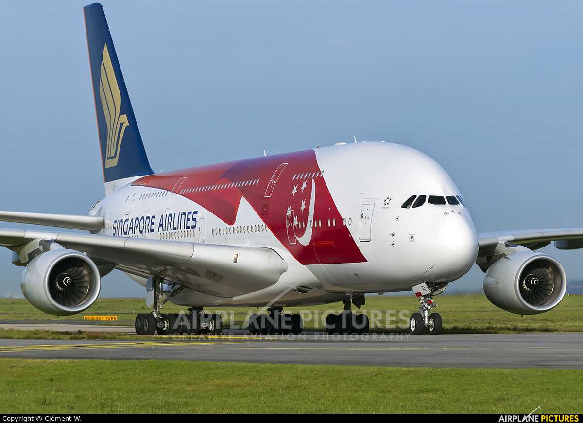 Singapore Airlines 9V-SKI aircraft at Paris - Charles de Gaulle