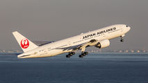 JA772J - JAL - Japan Airlines Boeing 777-200 aircraft