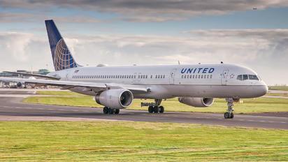 N14107 - United Airlines Boeing 757-200