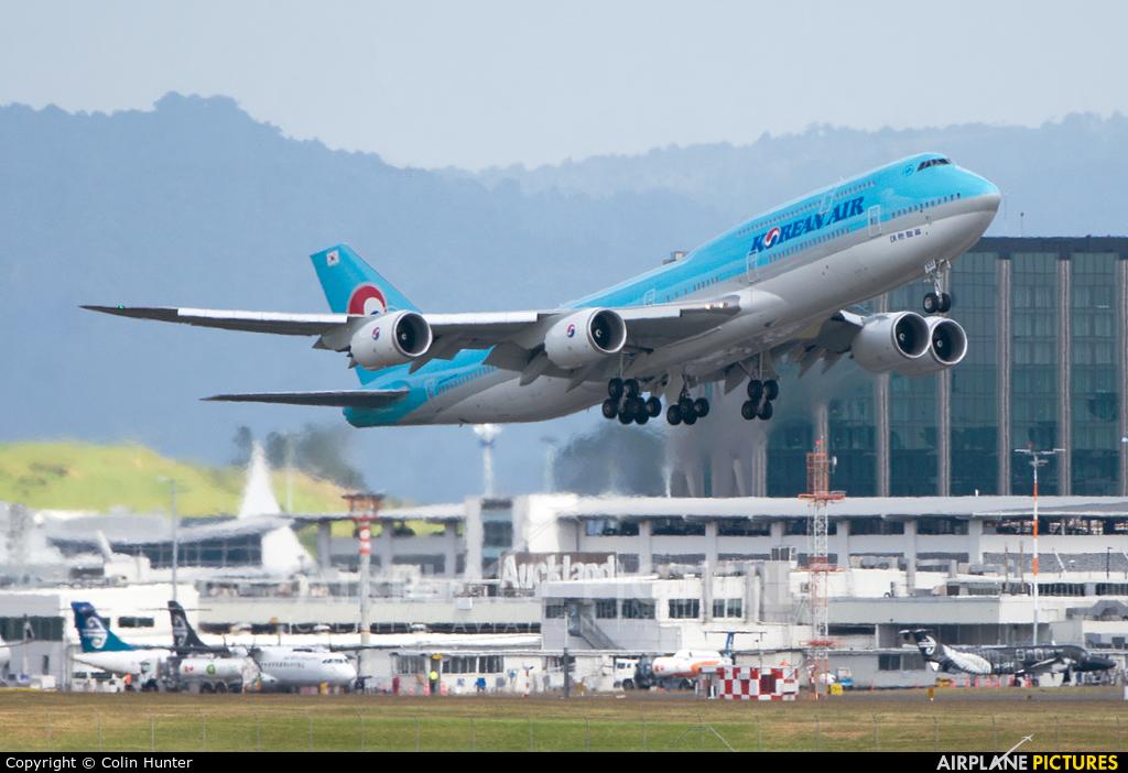 Korean Air HL7633 aircraft at Auckland Intl