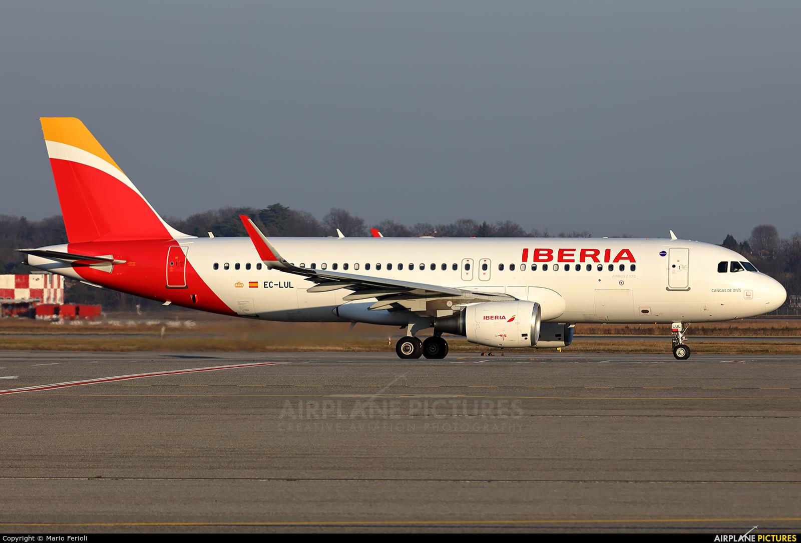 Iberia EC-LUL aircraft at Milan - Malpensa
