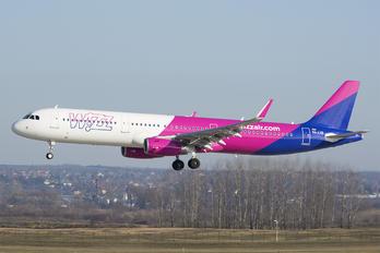 HA-LXB - Wizz Air Airbus A321
