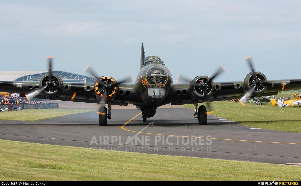 B17 Preservation G-BEDF aircraft at Duxford