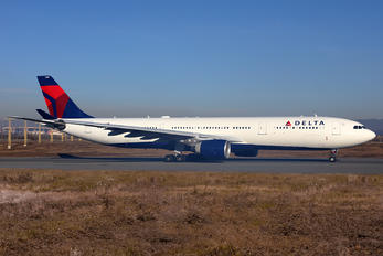 N818NW - Delta Air Lines Airbus A330-300