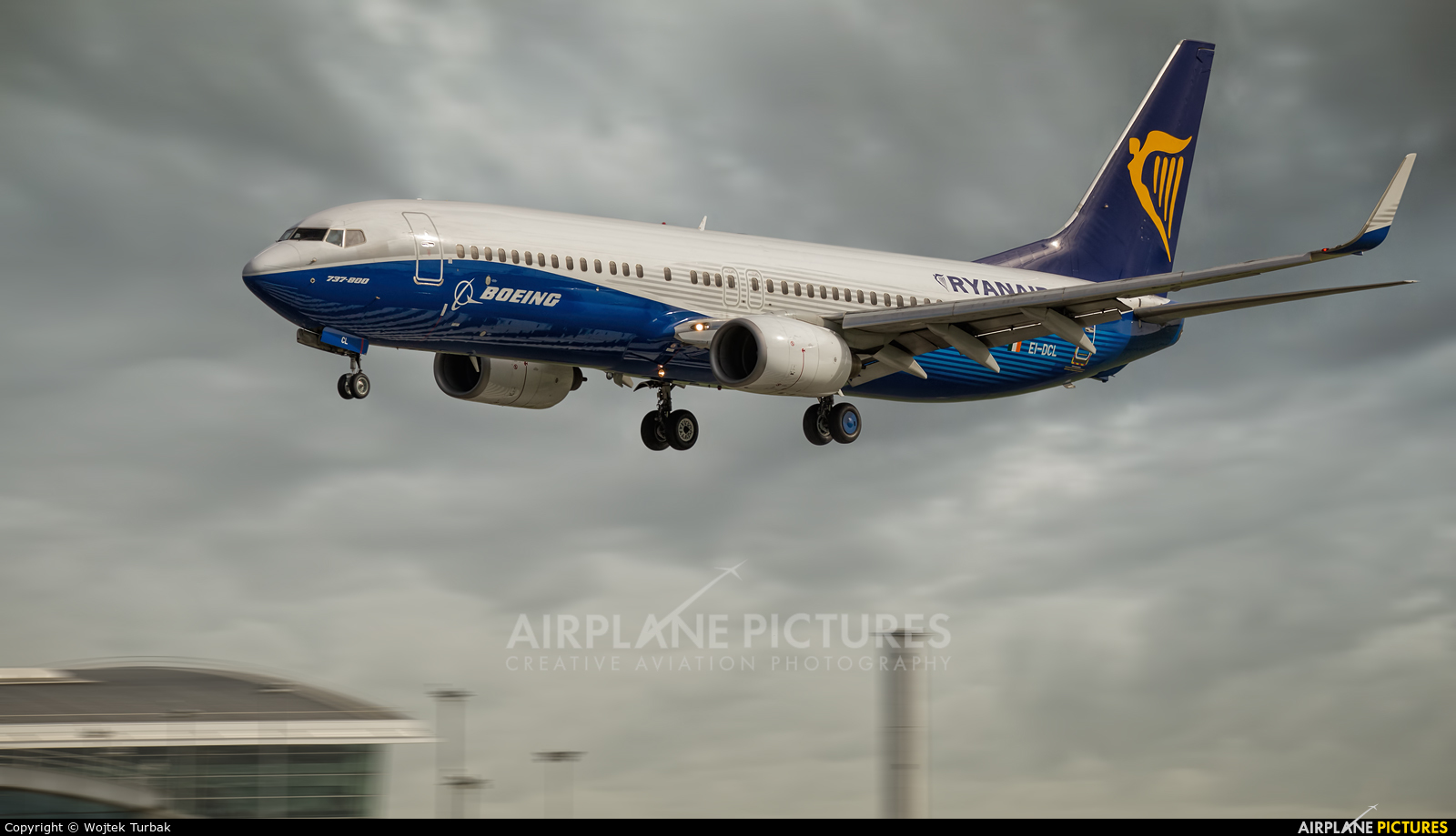Ryanair EI-DCL aircraft at Dublin