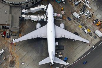 N38950 - United Airlines Boeing 777-200