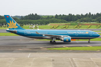 VN-A381 - Vietnam Airlines Airbus A330-200