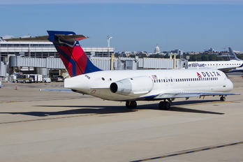 N944AT - Delta Air Lines Boeing 717