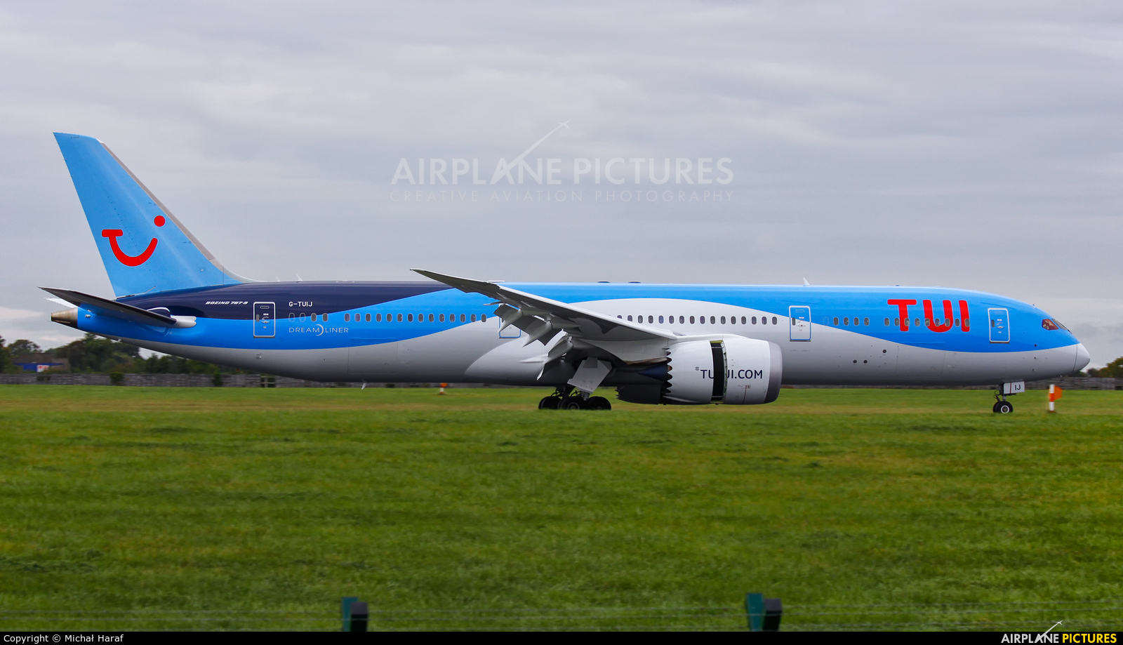 TUI Airways G-TUIJ aircraft at Dublin