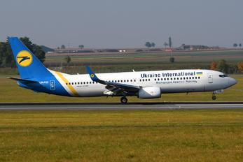 UR-PSE - Ukraine International Airlines Boeing 737-800