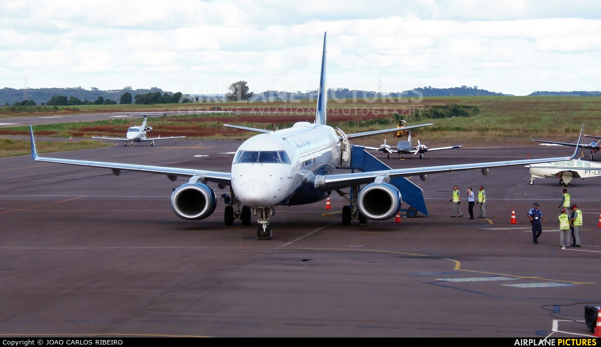 Azul Linhas Aéreas PR-AZD aircraft at Municipal Airport Cascavel