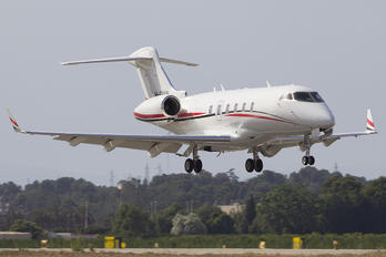 M-EVAN - Private Bombardier BD-100 Challenger 300 series