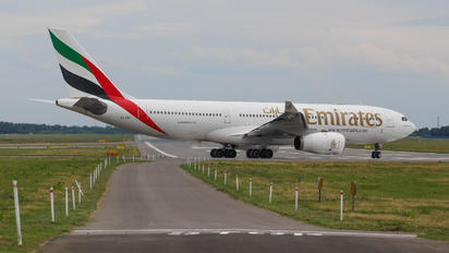 A6-EKY - Emirates Airlines Airbus A330-200