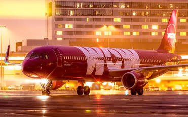 TF-MOM - WOW Air Airbus A321