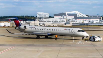 N606LR - Expressjet Airlines Canadair CL-600 CRJ-900